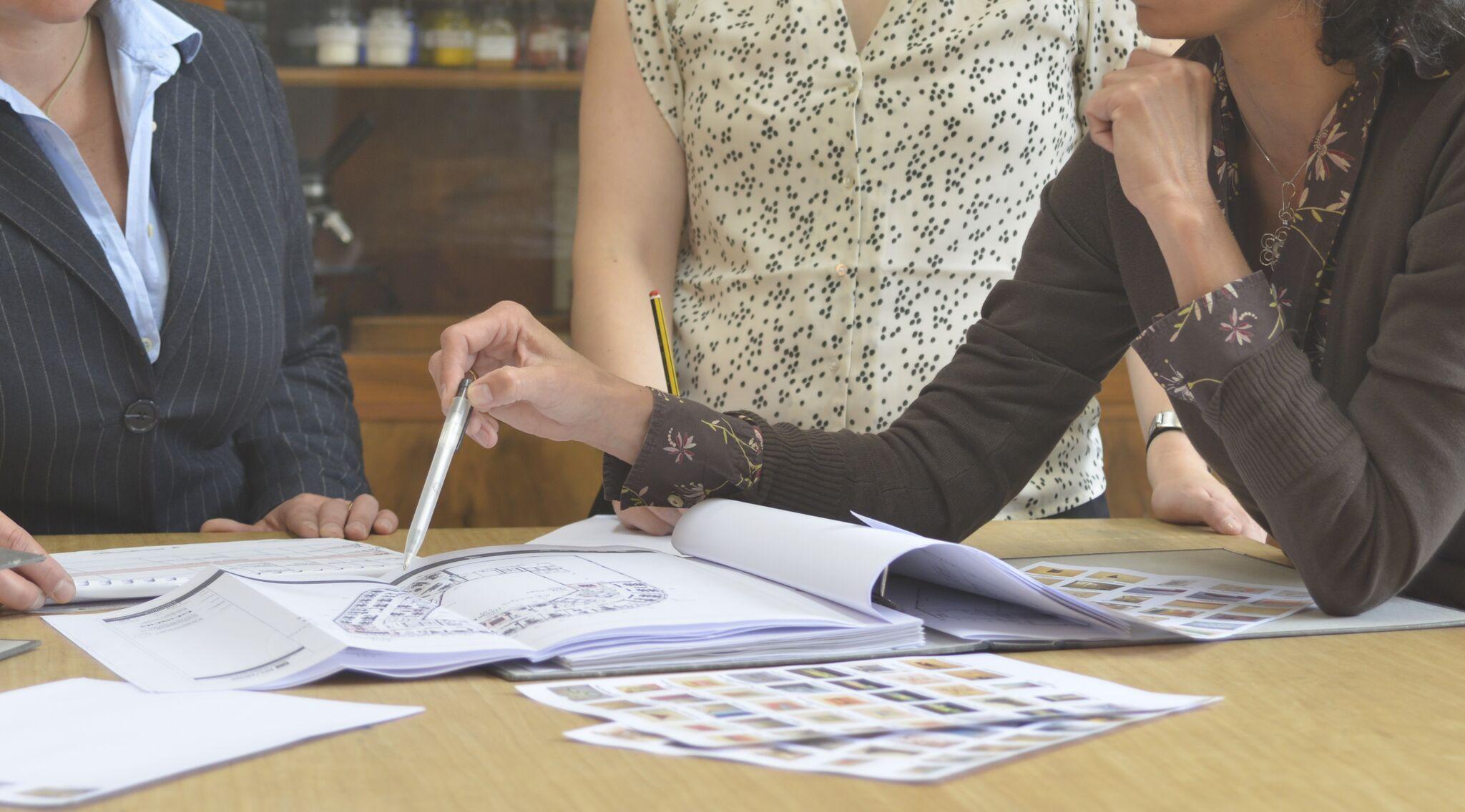 Das Aufgabenspektrum der selbstständigen Freiberufler umfasst nicht nur praktische Konservierungs- und Restaurierungsleistungen, sondern auch Fachplanung und Dokumentation. Foto: Müller/Rieß/Welther