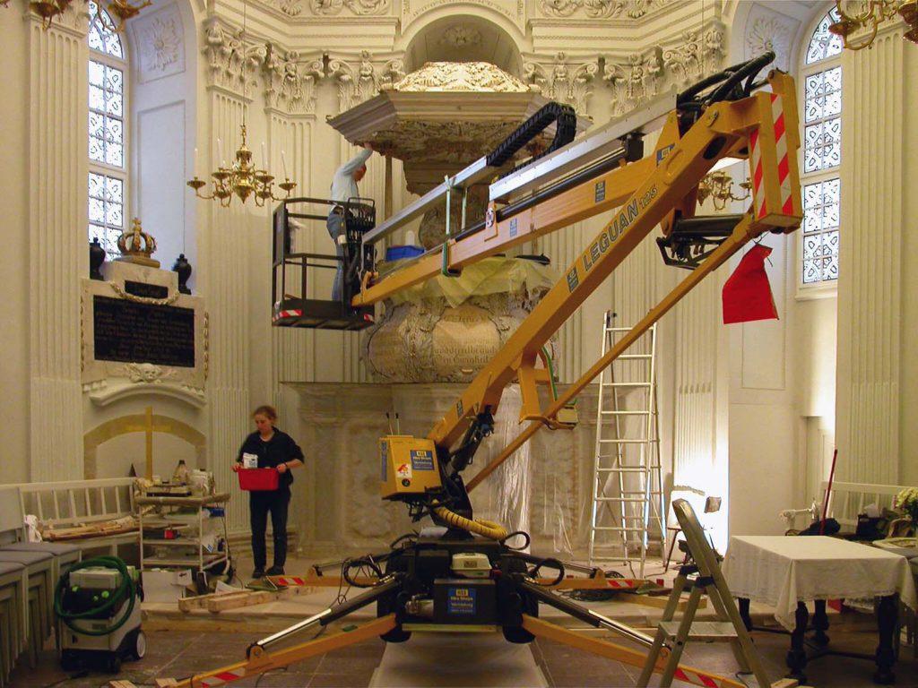 Beispiel einer Restaurierung vor Ort. Foto: Eberhard Roller