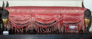 Sitzbank vor der Restaurierung, Foto: Staatliche Schlösser und Gärten Baden-Württemberg, Schloss Ludwigsburg, Audienzzimmer