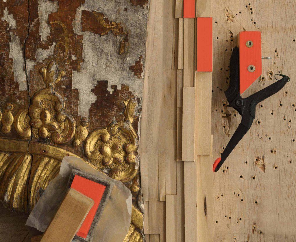 """2015 Tagung """"Konservierung und Restaurierung von Holztafelgemälden. Foto: Epitaph Hermann, Inschrifttafel, Städtische Museen Zittau"""