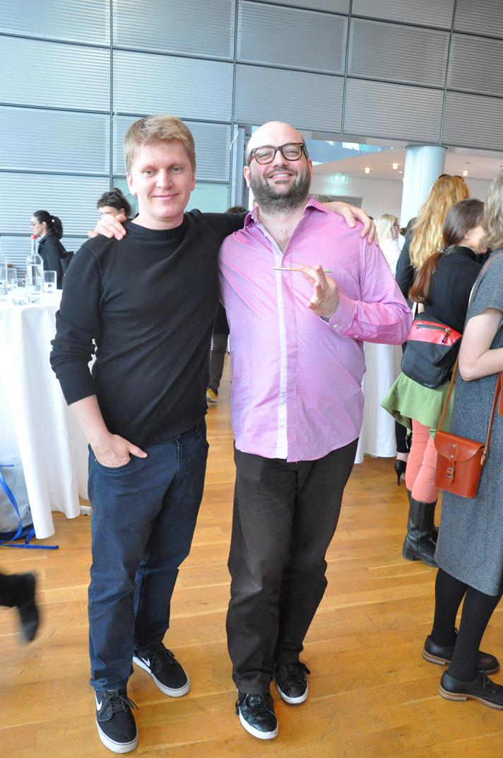 Der Künstler Roman Ondak (li.) und sein Performer Sämi Moor (Foto: Klara Lokaj)
