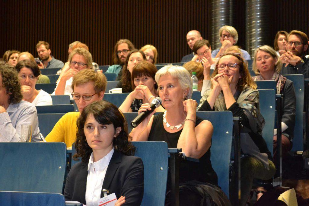 Dr. Dörthe Jakobs, Landesamt für Denkmalpflege Baden-Würrtemberg, liefert hier und später auch auf dem Podium viele Denkanstöße.