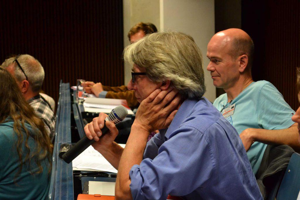 Wortmeldungen aus dem Publikum. Im Bild: Eberhard Roller