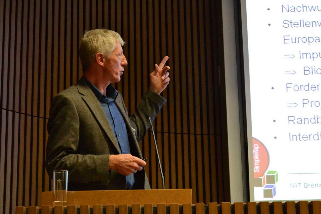 Dr. Frank Schlütter, Amtliche Materialprüfungsanstalt der Freien Hansestadt Bremen, MPA, berichtet aus seinem jahrzehntelangen Erfahrungen über die partnerschaftliche Zusammenarbeit zwischen Naturwissenschaftlern und Restauratoren.
