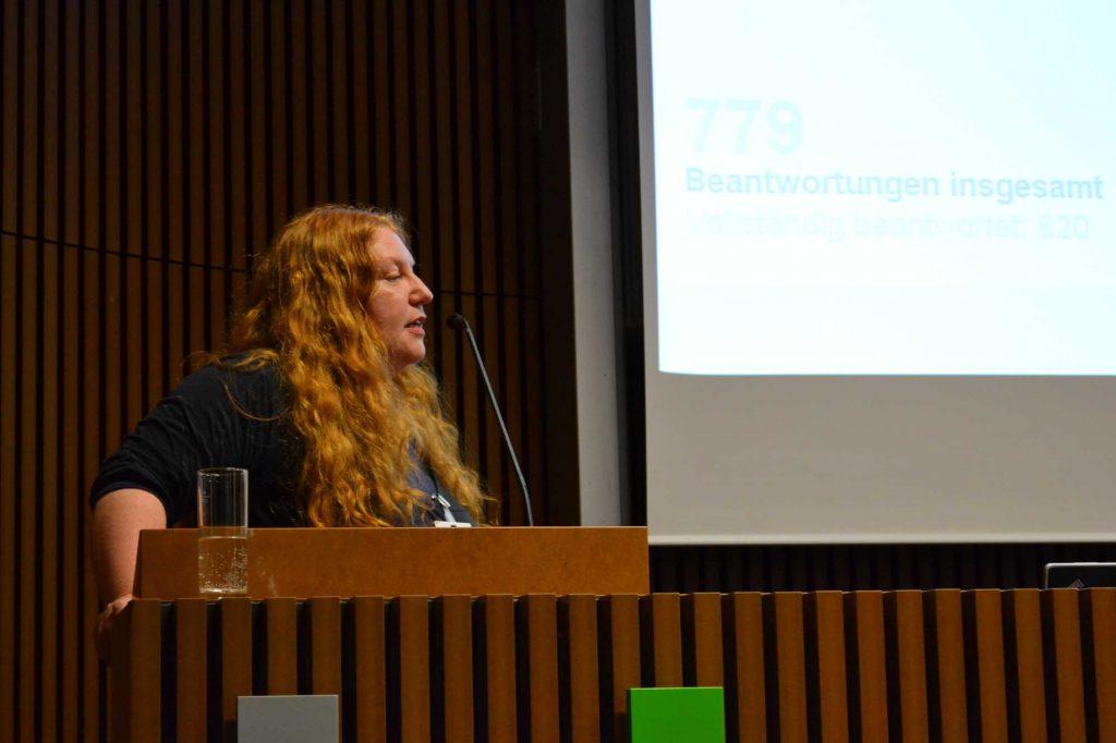 Anja Romanowski, Europäischer Dachverband der Restauratorenverbände, spricht über die zentrale Bedeutung des Kulturerbes in der  europäischen Kulturpolitik und die von E.C.C.O. etablierten Standards. Es sei an der Zeit diese Standards zur Qualitätssicherung in der Restaurierung von Kulturerbe verbindlich zu machen. Das Europäische Kulturerbejahr ECHY 2018 sei die beste Gelegenheit dazu.