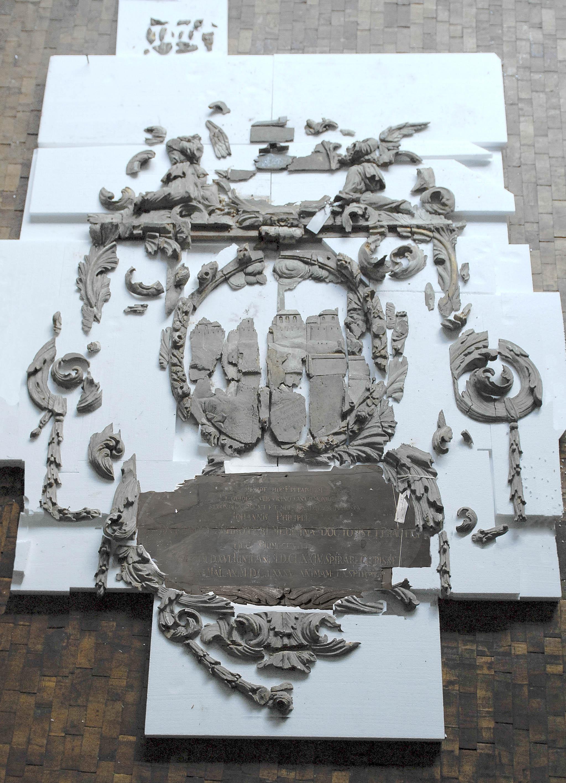 Schroter-Epitaph, Fragmente. Foto: Stephan Thürmer, Dresden
