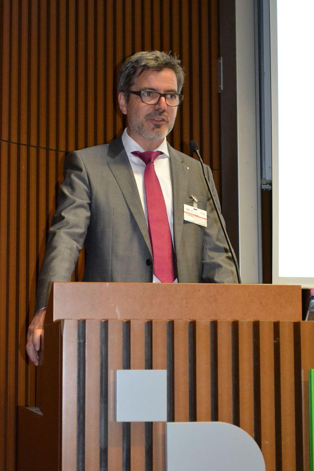 VDR-Präsident Dr. Jan Raue während seiner Rede auf der ersten Tagung des neuen Formats FORWARD im Juni 2017.