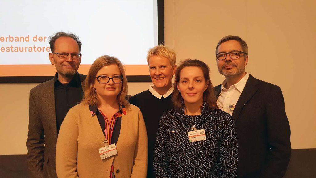 Das neu gewählte Präsidium, v.li.: Olaf Schwieger (Vizepräsident), Gisela Gulbins (Präsidiumsmitglied), Anne Harmssen (Präsidiumsmitglied), Birgit Schwahn (Vizepräsidentin und Schatzmeisterin) und Prof. Dr. Jan Raue (Präsident).