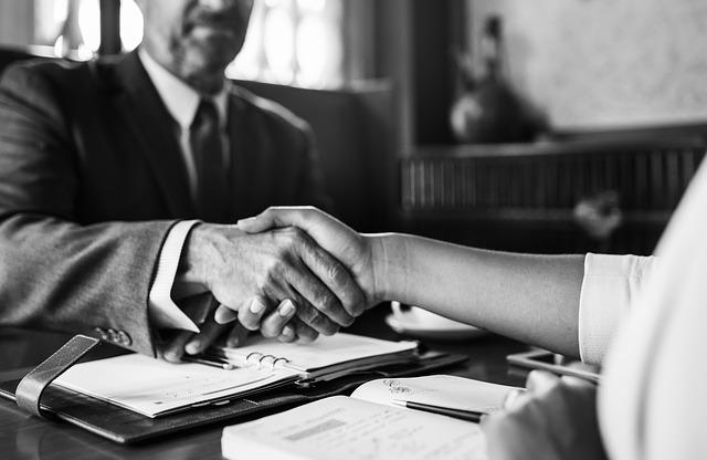Einen Kostenvoranschlag zu erarbeiten oder ein Angebot zu unterbreiten, das klingt zunächst einfach. Doch was ist eigentlich der Unterschied zwischen beidem? Und was ist im Einzelfall praktikabler? (Foto:pixabay)