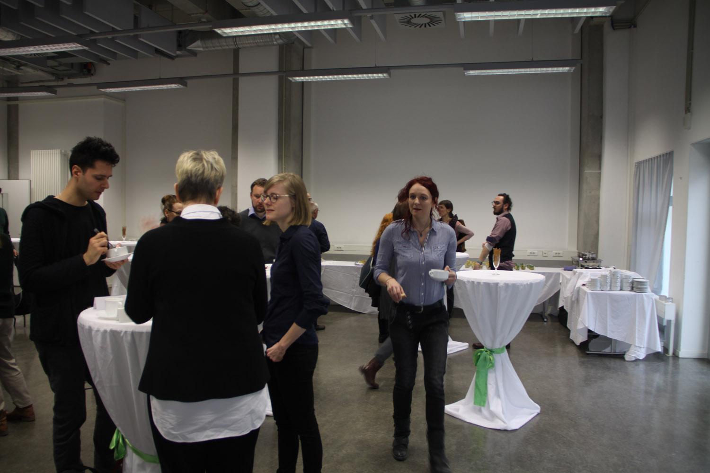 Genauso war die Sitzung eine willkommene Gelegenheit, alte Kollegen wiederzusehen und neue kennenzulernen. Foto: Tatjana Held