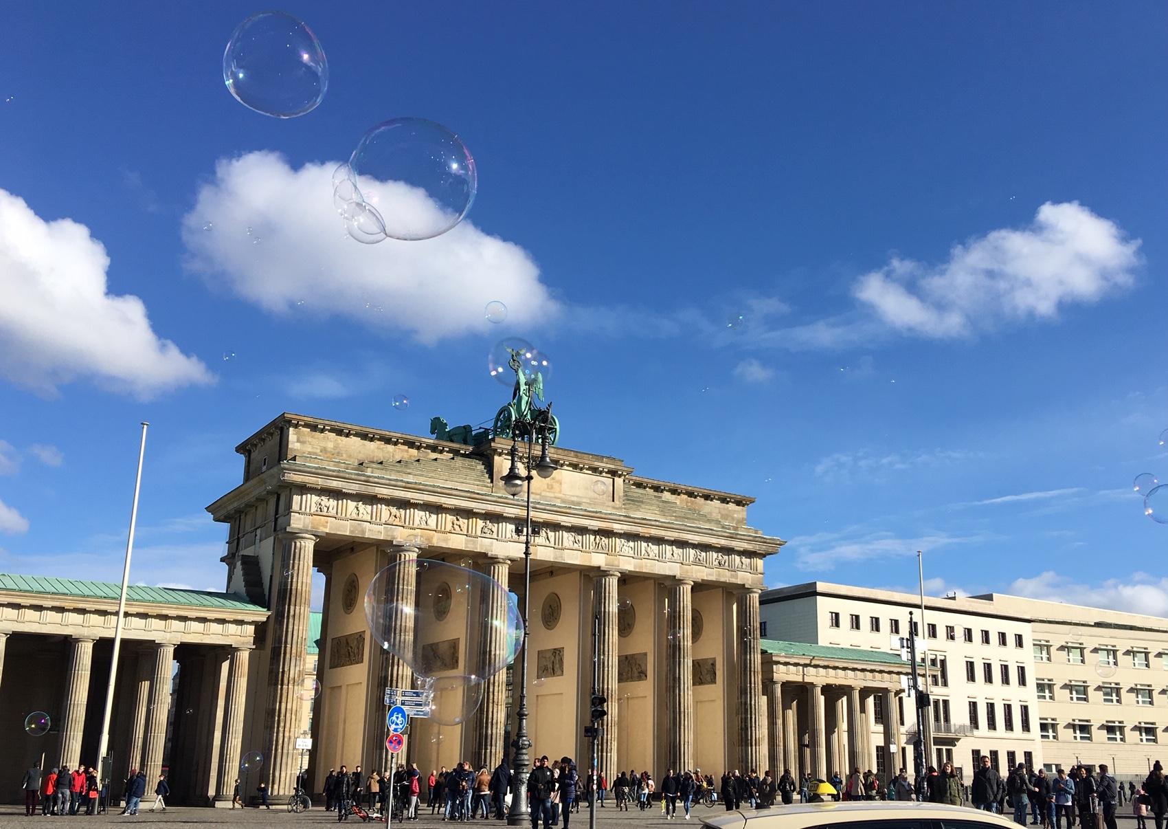 Berlin. Schön war's. Gerne kommen wir wieder in die Geschäftsstelle in Berlin Mitte, einen Katzensprung entfernt vom Brandenburger Tor und ...