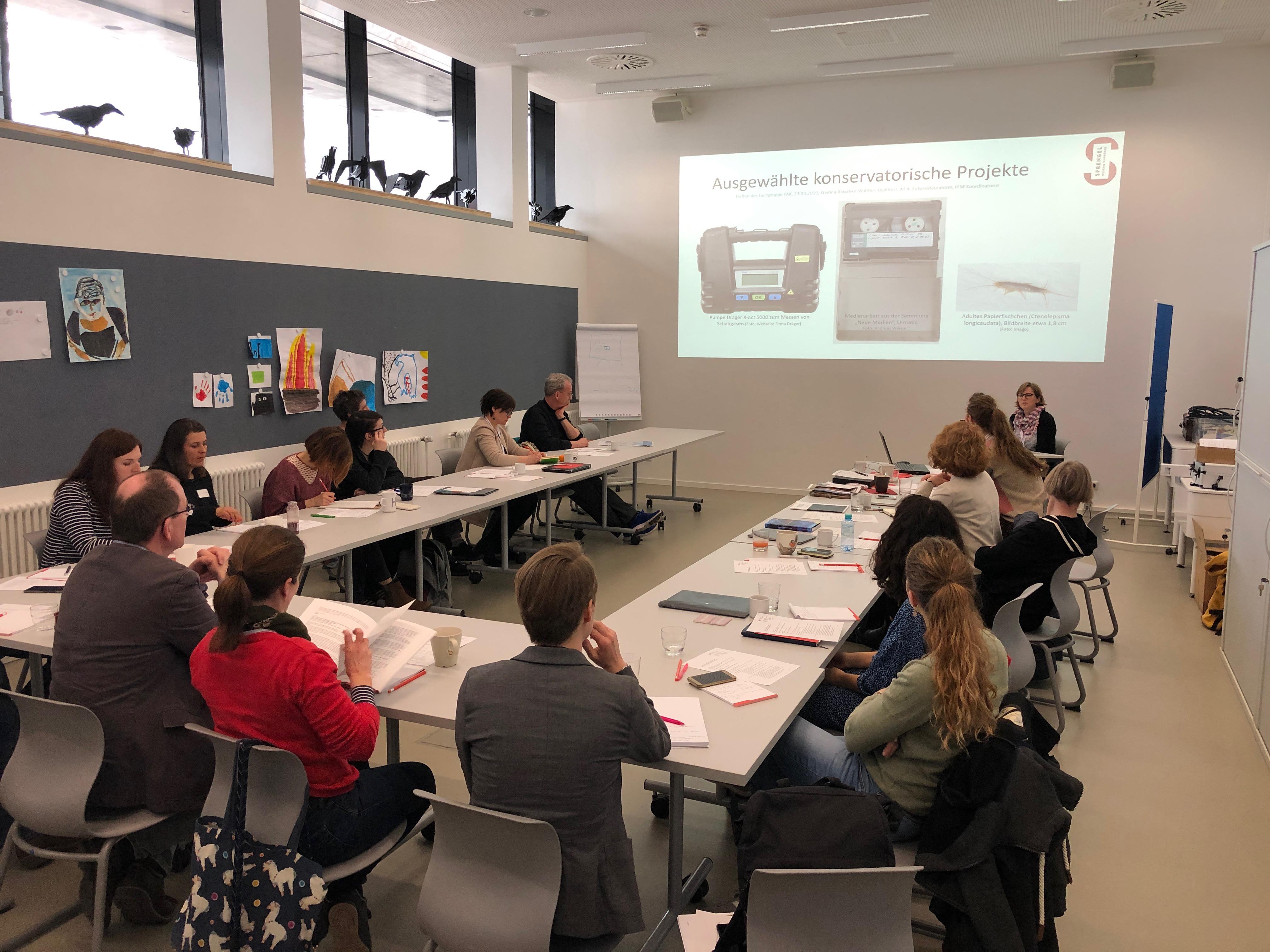 Beim 2. Arbeitstreffen der jungen Fachgruppe gab es einen intensiven Austausch über aktuelle Projekte. (Foto: Jessica Morhard)