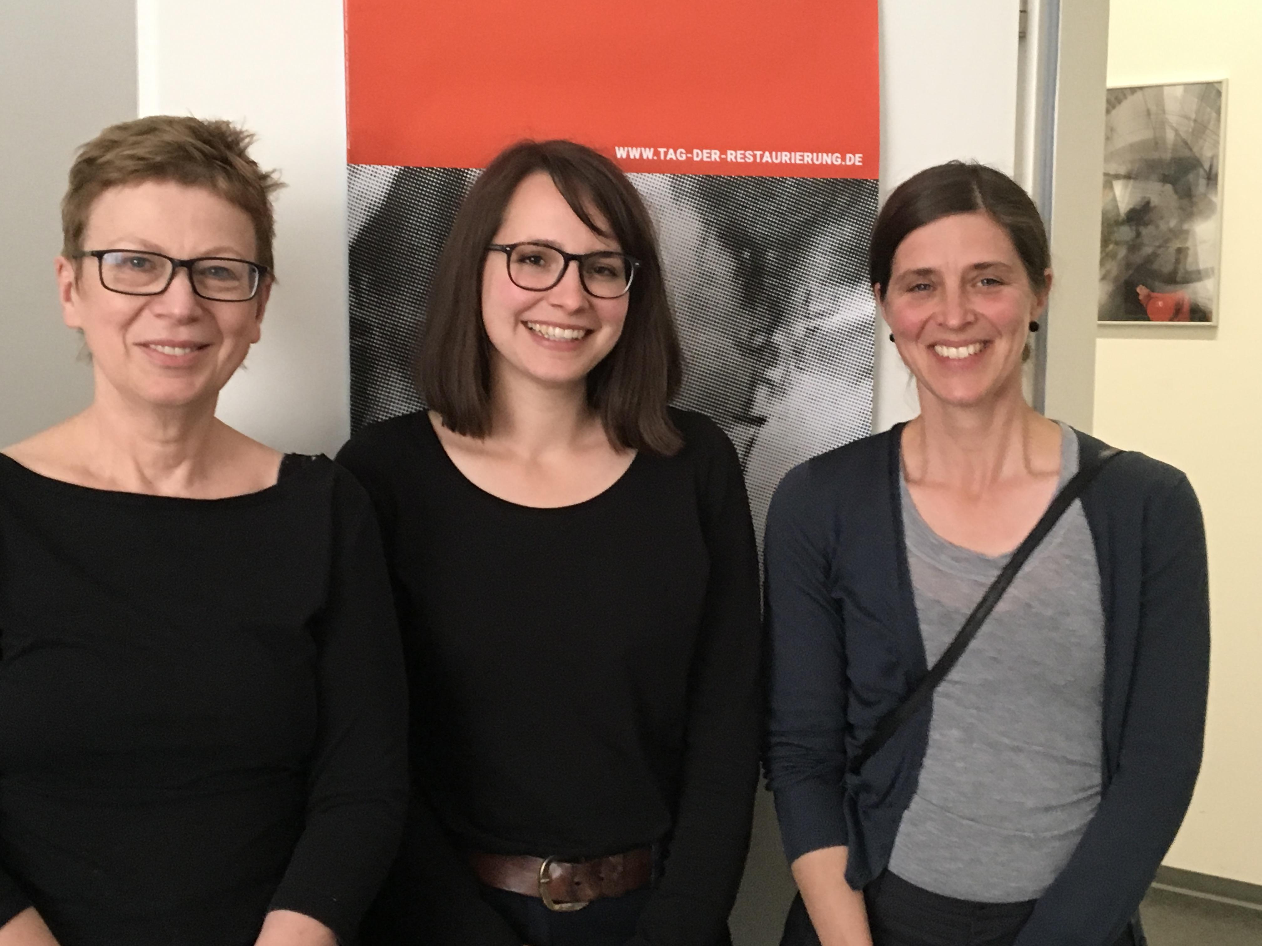 Die gewählten Sprecherinnen der Fachgruppe Theorie und Geschichte der Konservierung und Restaurierung: (vlnr) Gabriele Schwartz, Lena Bühl und Anne Wermescher. (Foto: Annett Xenia Schulz)