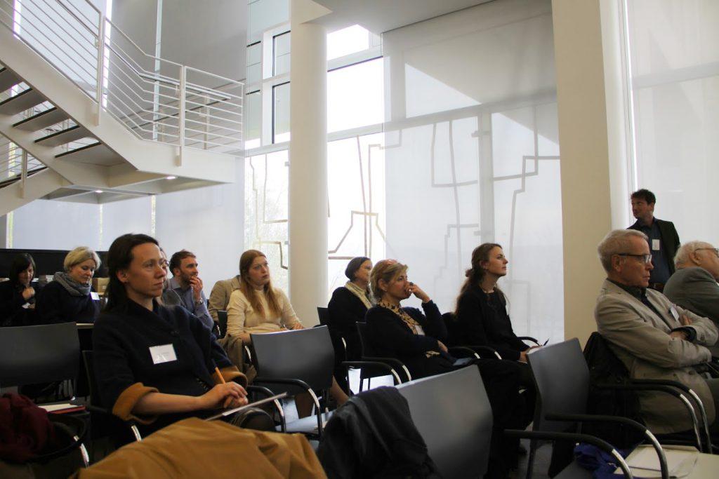 Tagungsteilnehmer im Arp Museum (Foto: Tatjana Held)