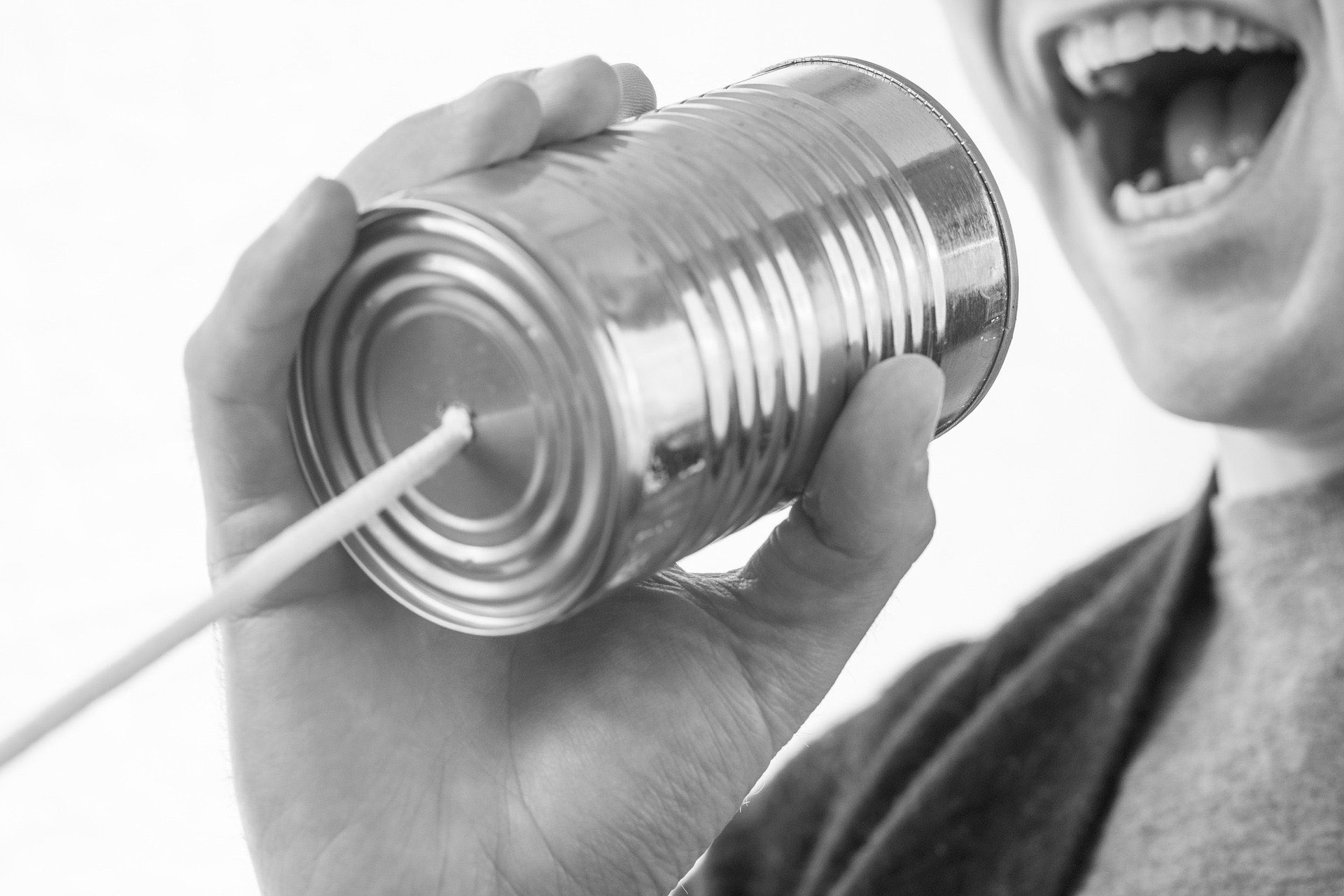 """Um auf sich aufmerksam zu machen, mussten Handwerker im Mittelalter sich und ihre Ware laut anpreisen. Noch heute heißt es """"Klappern gehört zum Handwerk"""". Auch beim Restaurieren darf Eigenwerbung nicht fehlen, sie sollte allerdings nicht vordergründig kommerziell ausgerichtet sein. Foto: RyanMcGuire, pixabay"""