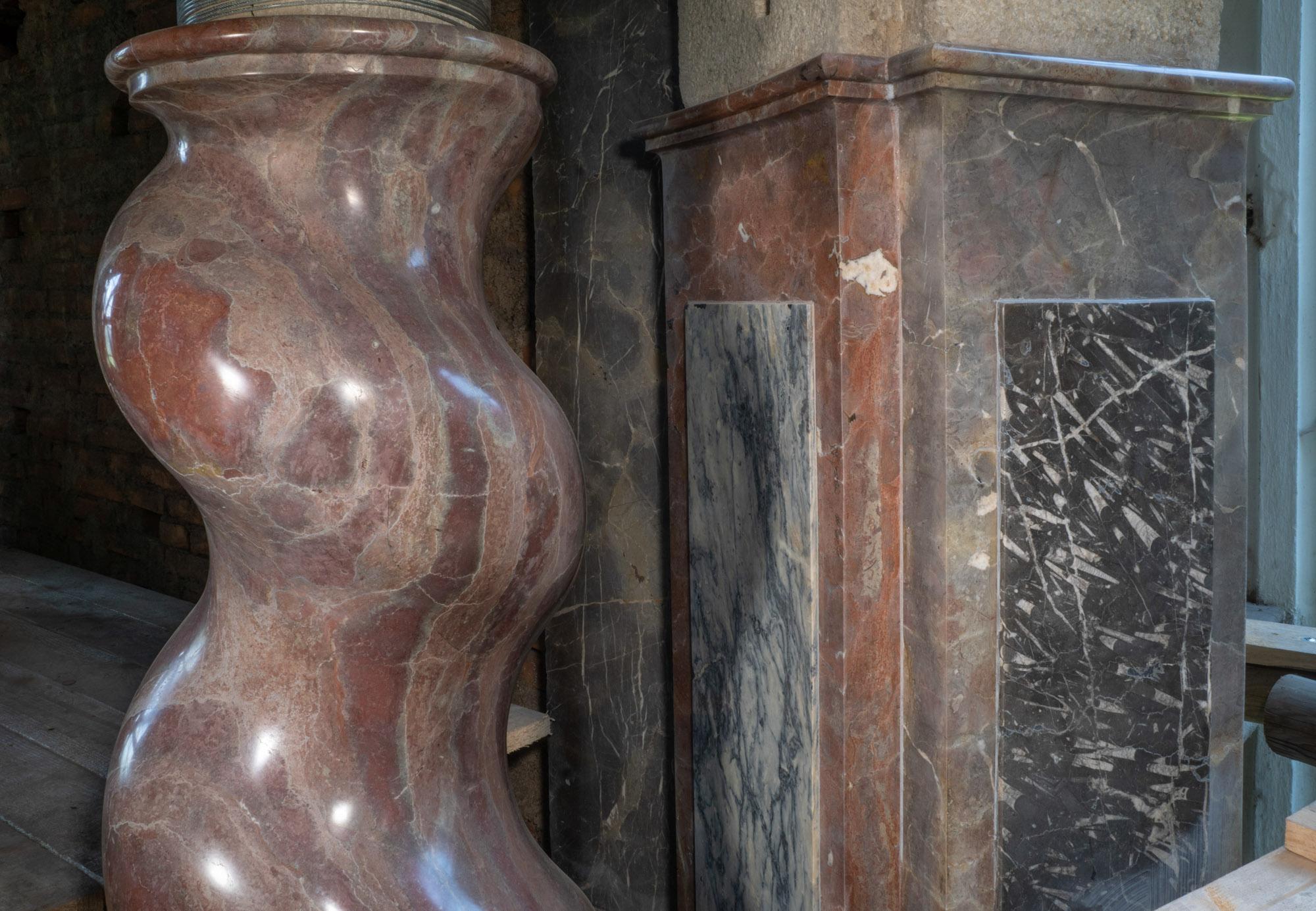 Foto: Säulen am Altar der Klosterkirche von Teplá, Tschechien. ©TUM