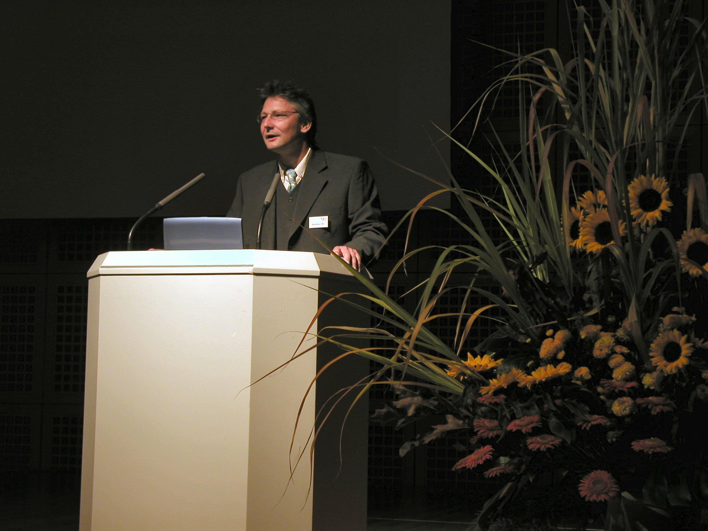 VDR-Präsident Kornelius Götz 2003 bei der VDR-Tagung in Düsseldorf.
