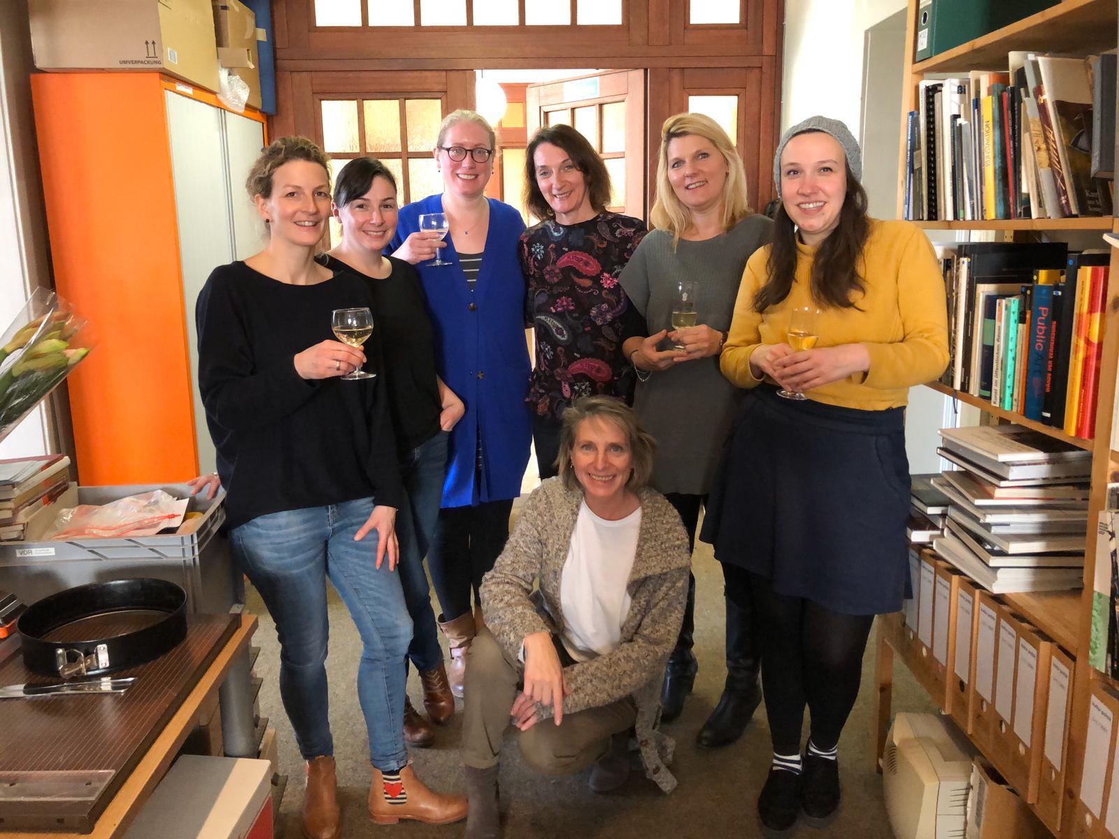 Gruppenfoto 2019 in der VDR-Geschäftsstelle mit Simone Heuken (links)