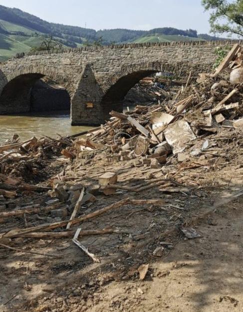 Die Auswirkungen der Flut in Dernau, festgehalten von unserer Auszubildenden Alina Bökert, die helfend vor Ort war.