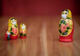 Matrioschka mit Mundschutz, (Foto: Evgeni Tcherkassi auf pixabay)