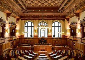 Plenarsaal der Hamburgischen Bürgerschaft (Foto: Christoph Braun; https://creativecommons.org/publicdomain/zero/1.0/deed.en)