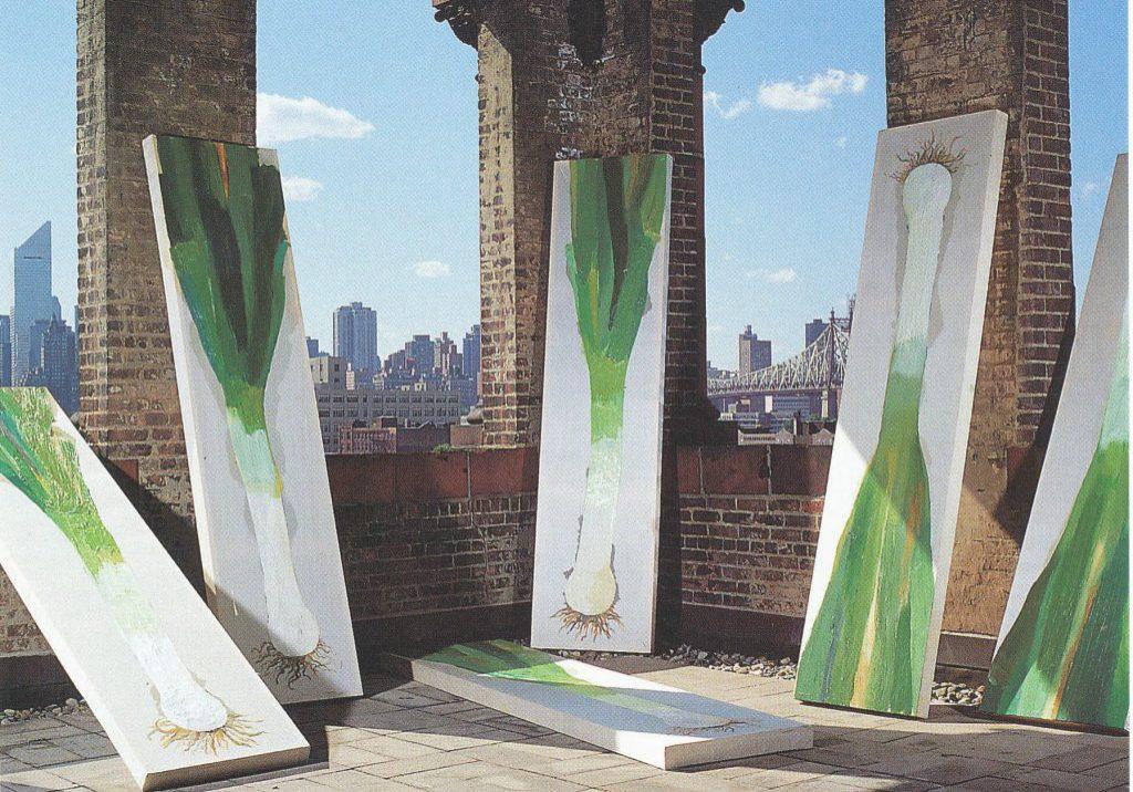 Porrees auf dem Dach des PS1 Museum, New York, 1990. (Foto: Cornelia Schleime, Ausstellungskatalog der Aschenbach Galerie, Amsterdam 1991)